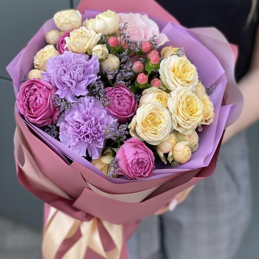 Букет из кустовой розы, гиперикума и диантуса Мелодия лета