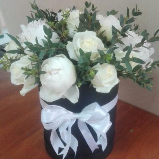 Белые роза и пионы