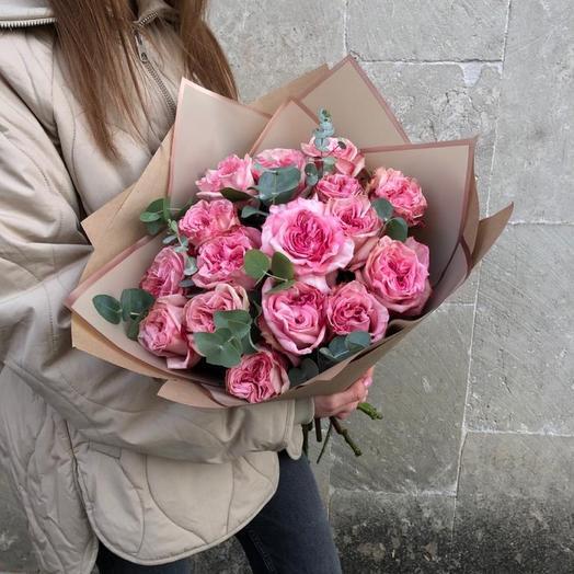 15 Пионовидных роз с эвкалиптом