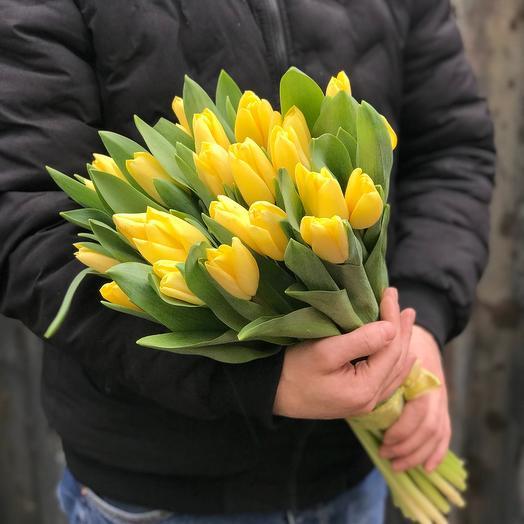 Букет из 25 желтых тюльпанов
