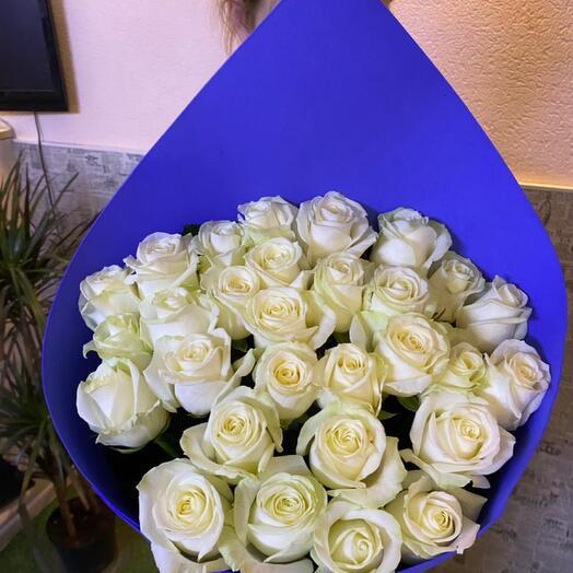Розы белые 60 см