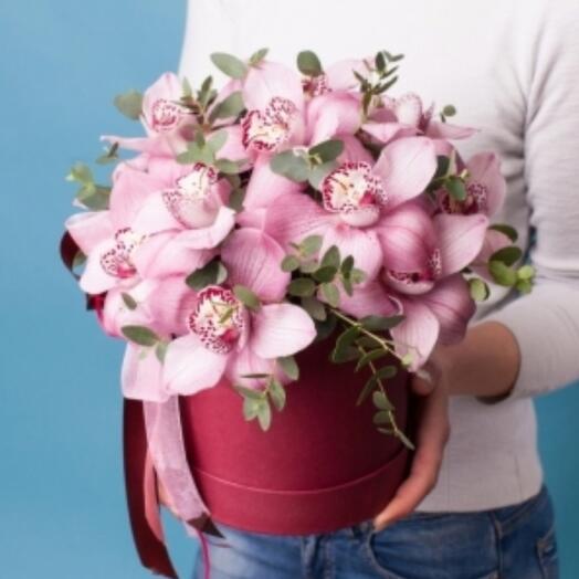 Цветы орхидеи в коробке