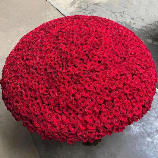 Корзина с 1001 красной розой