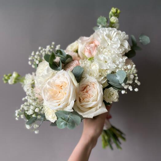 Букет невесты в пудрово-розовой гамме с ароматной розой Охара