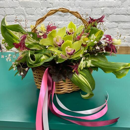 Романтичная Корзина с цветами