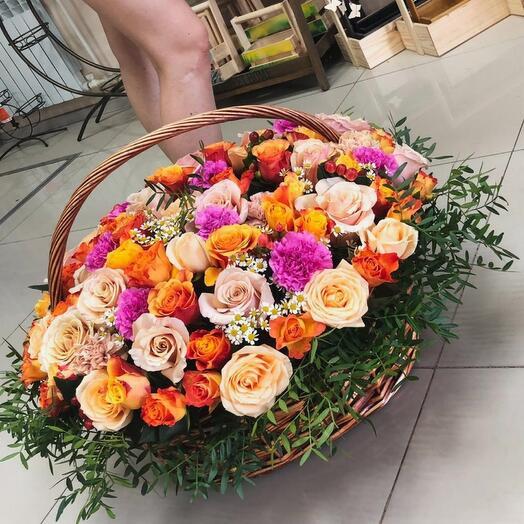"""Корзина с цветами """"Изобилие роз"""""""