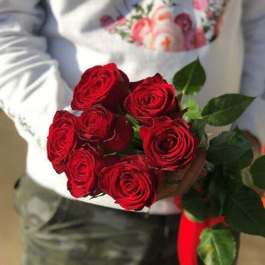 7 роз красных 70 см Эквадор