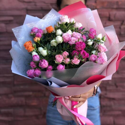 Кустовая роза в оформлении