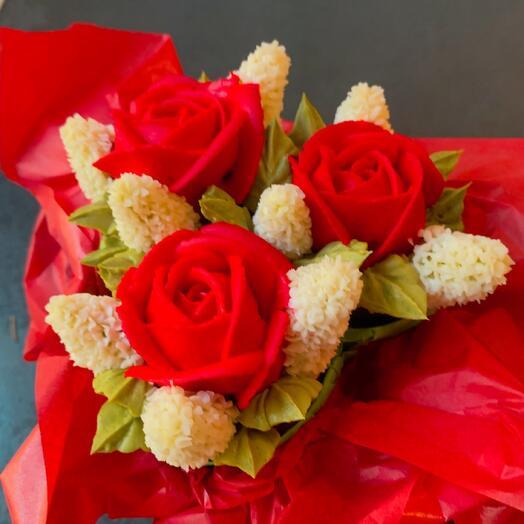 Вкусный мини-букет цветочных капкейков 3 розы с гиацинтами