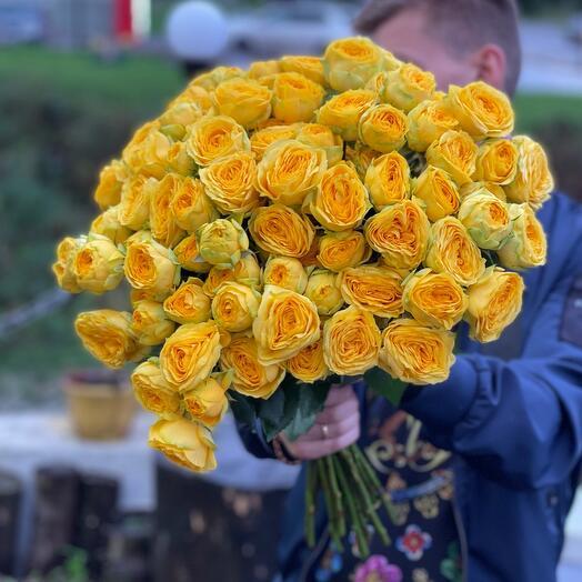 Роза пионовидная желтая