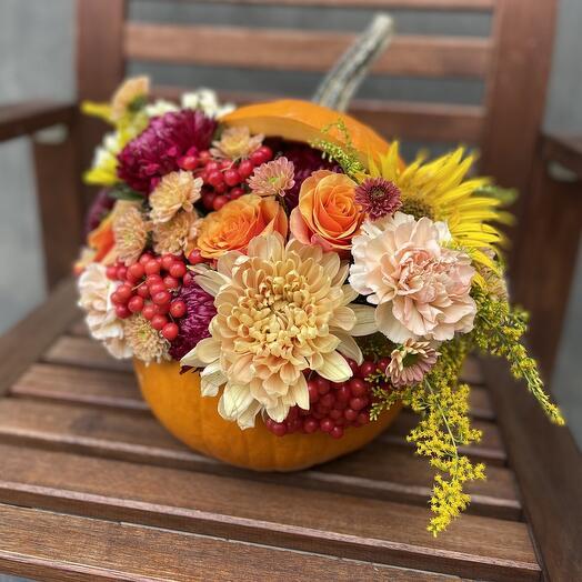 Осеннее счастье тыква с цветами