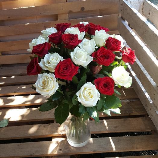 Букет из 23 разноцветных роз 50 см: букеты цветов на заказ Flowwow