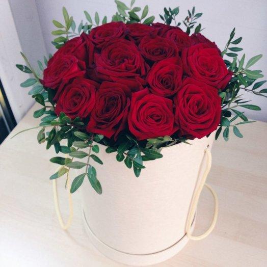 Коробка с красными розами (25 шт): букеты цветов на заказ Flowwow