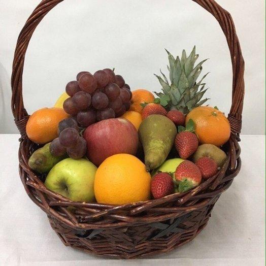 Большая фруктово-ягодная корзина: букеты цветов на заказ Flowwow