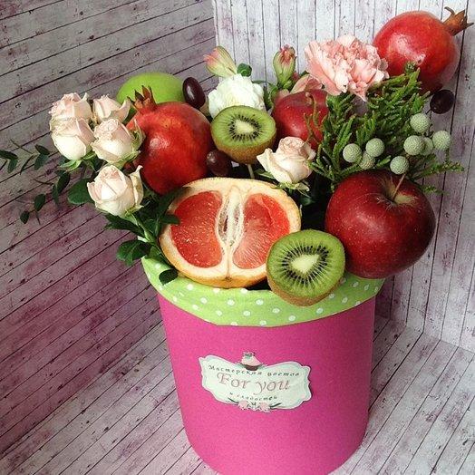 Фрукты и цветы в коробке: букеты цветов на заказ Flowwow