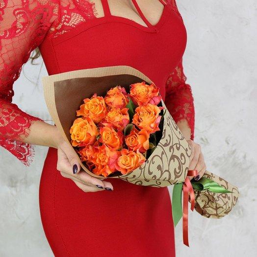 Букет из 11 оранжевых роз в подарочной упаковке: букеты цветов на заказ Flowwow