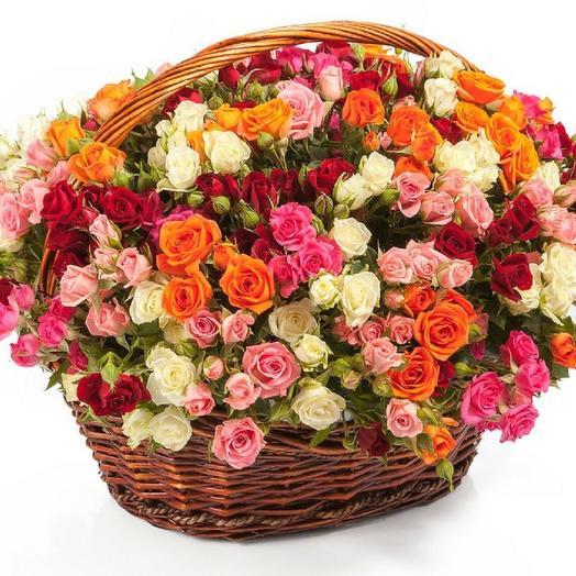 51 кустовая роза в корзине: букеты цветов на заказ Flowwow