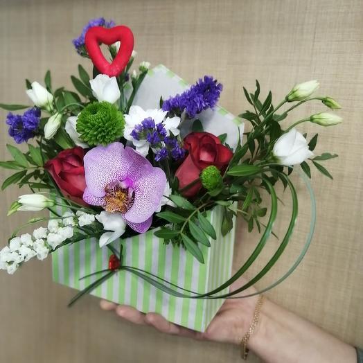 ВАМ Письмо в конверте из живых цветов