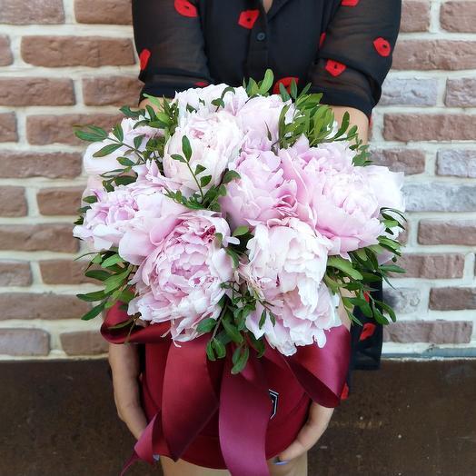 Сара в бархатной коробке: букеты цветов на заказ Flowwow