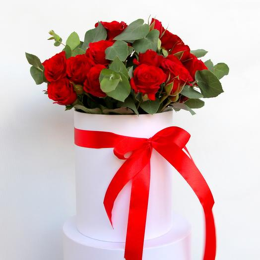 Букет «Amore» в шляпной коробке из 15 кустовых роз: букеты цветов на заказ Flowwow