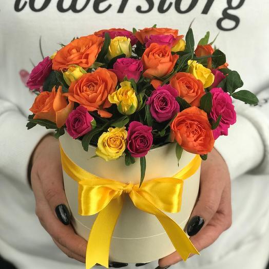 Мини комплимент. Коробка с кустовыми розами микс. N644: букеты цветов на заказ Flowwow