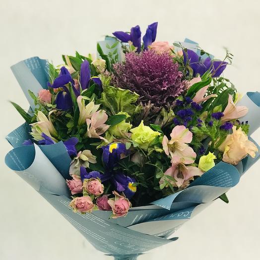 Букет «Брассика и ирисы»: букеты цветов на заказ Flowwow