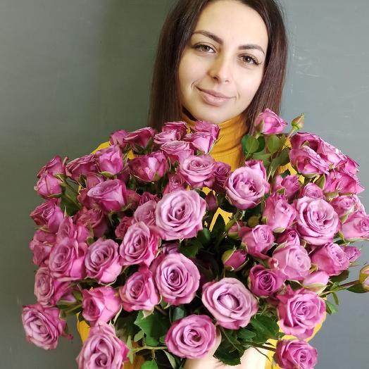Охапка кустовых роз: букеты цветов на заказ Flowwow