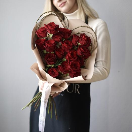 Букета-валентинка из 19 роз: букеты цветов на заказ Flowwow