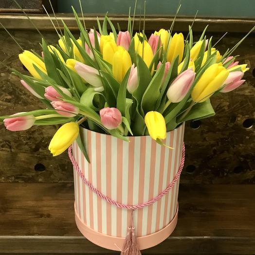 «Букет тюльпанов в шляпной коробке»: букеты цветов на заказ Flowwow