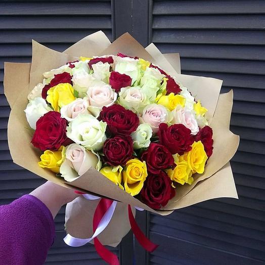 Букет из 51 розы в крафт бумаге