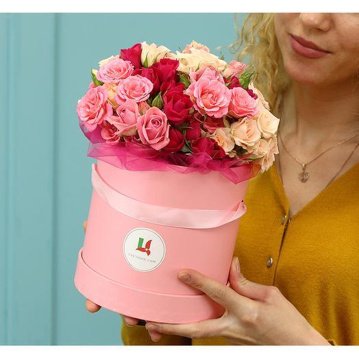 Букет в шляпной коробке из 15 кустовых роз микс 40 см (Кения)