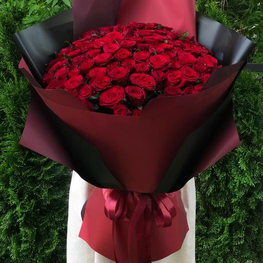 Букет 101 красная роза в упаковке