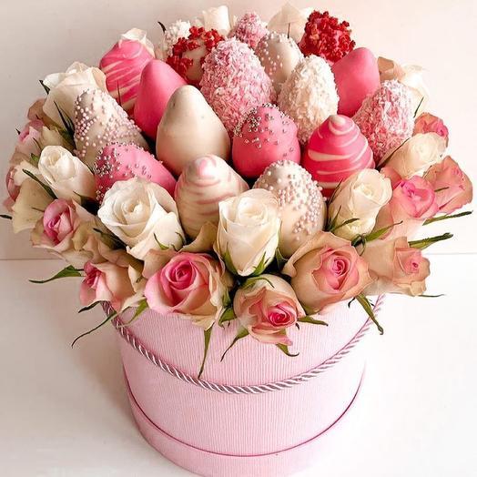 Коробка Цветов и Клубники в Шоколаде