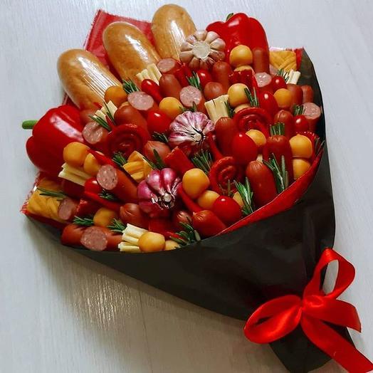 Съедобный букет из овощей и охотничьих колбасок