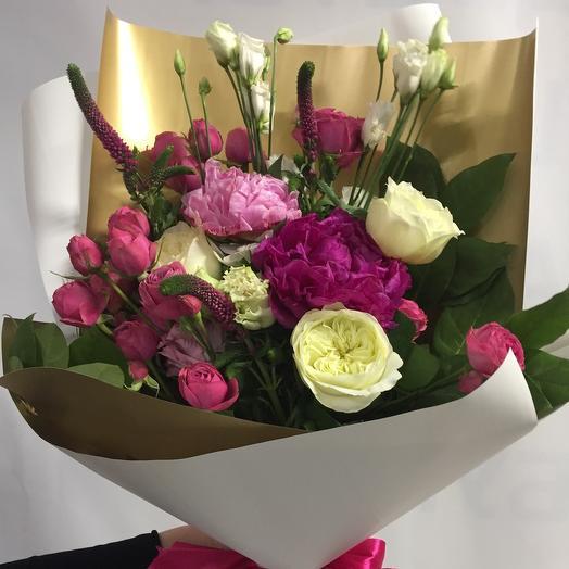 Букет дня с пионами и пионовидными розами