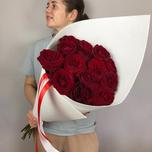 15 красных роз Ред Наоми (70 см)