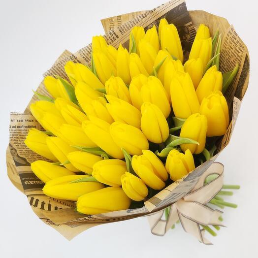 51 жёлтый тюльпан в крафте