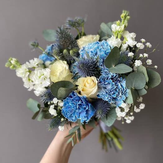 Букет невесты в бело-синей гамме