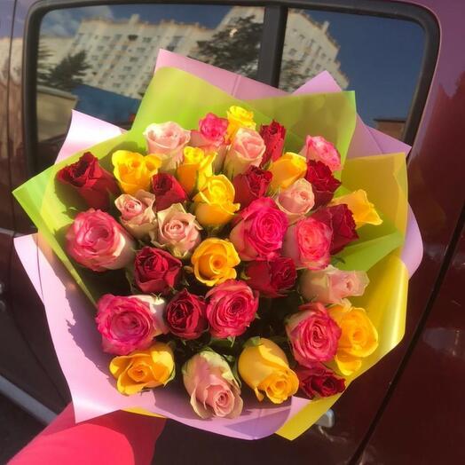 35 разноцветных роз Кения