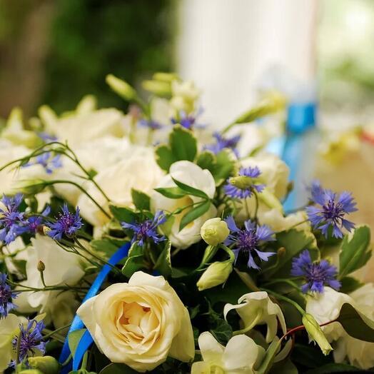 Свадебное оформление в полевом стиле с васильками