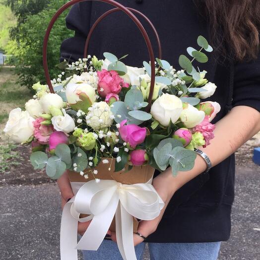 Композиция с кустовой розой ,пионами и ароматным эвкалиптом