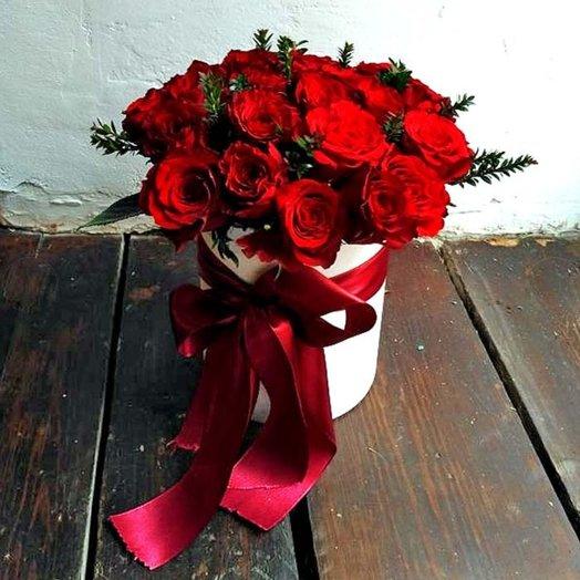 Розы в шляпных коробке Роскошь: букеты цветов на заказ Flowwow