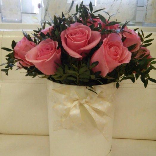Нежные розы в коробке: букеты цветов на заказ Flowwow