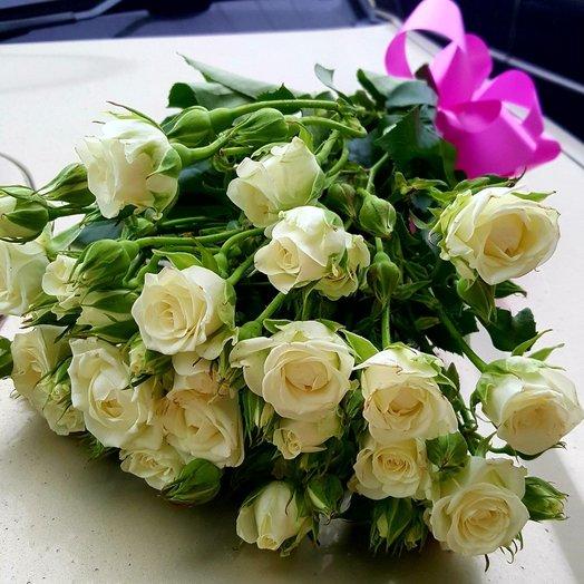 Букет из Кустовой розы сорта Сноуфлейк