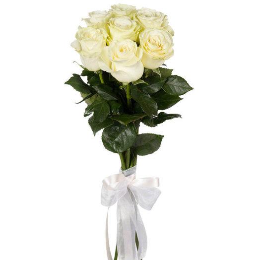 Букет из 7 белых роз с лентой