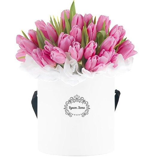 51 розовый тюльпан в средней шляпной коробке