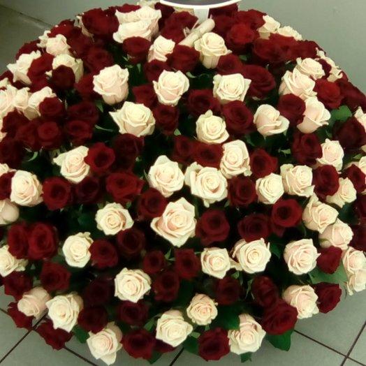 Корзина из 151 розы: букеты цветов на заказ Flowwow