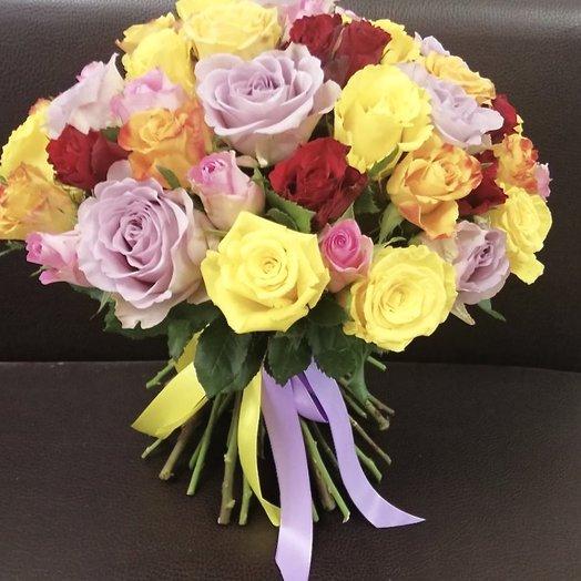 Цветочная палитра из 51 розы