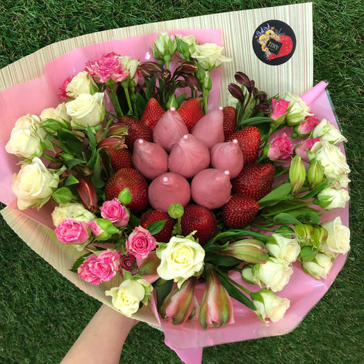 Букет из клубники и кустовых роз: букеты цветов на заказ Flowwow