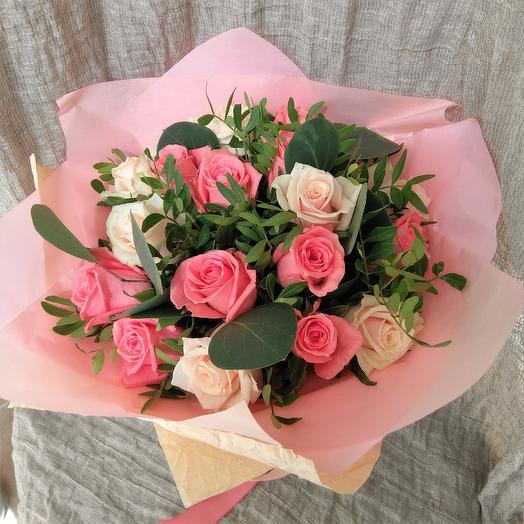 19 розово-кремовых роз с писташем: букеты цветов на заказ Flowwow